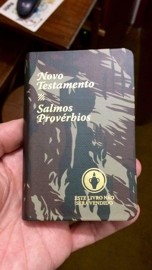 100 Bíblias entregues no dia do Soldado